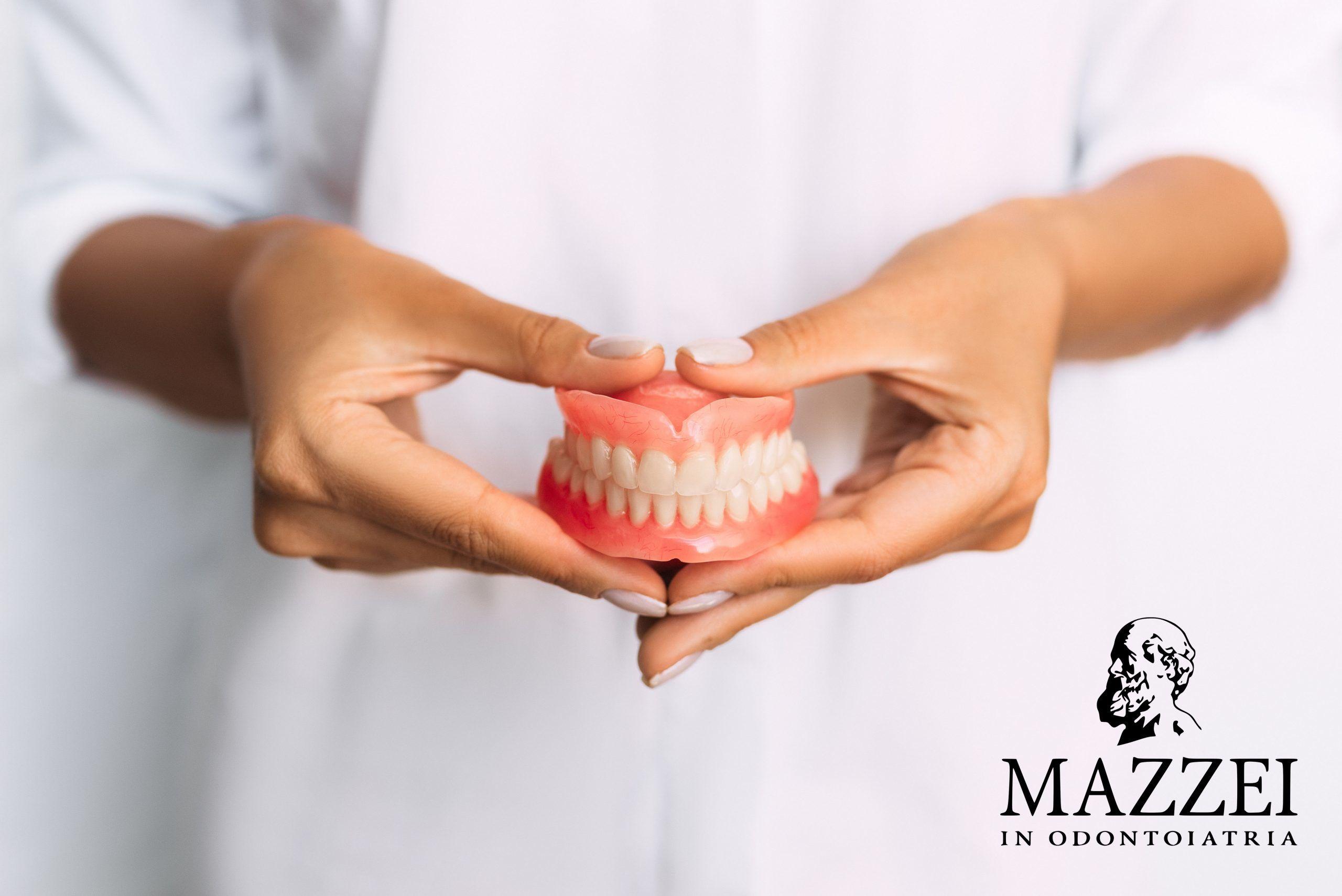 Come prendersi cura delle protesi dentarie rimovibili